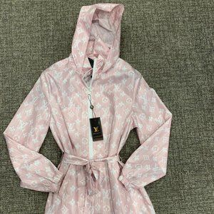 LV FOR WOMEN RAINCOAT NWT WITH BOX